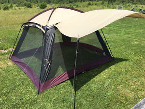 WOODS 11 X 11 SCREEN TENT WITH DROP DOWN AWNINGS