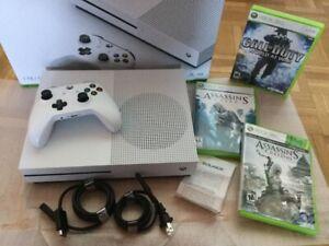 X Box One S 1To Neuve / facture et 3 jeux - 320$