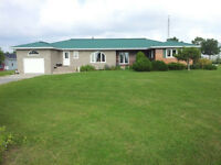 Golfers delight! 5 bdrm, lot 150'x520', 4 km from Picton
