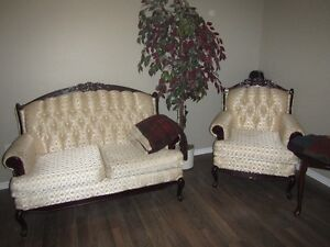 Beautiful Antique looking sofa, love seat & chair in Cochrane