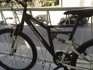 """Bicyclette presque neuve $100 26"""" Barely used bicycle"""