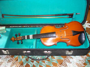 Corelli 1/4 size child's violin