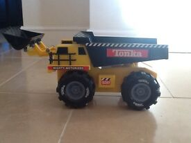 Tonka truck with motorised scoop and lights