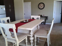 Beautiful solidly built Paula Deen Dining Table + 4 Chairs