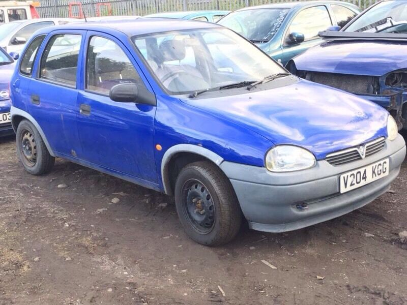 Corsa B 1.0 breaking for spares / parts