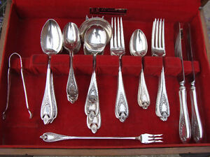 ROGERS BROS OLD COLONY SILVERPLATE FLATWARE & CANNISTER