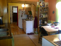 1 ROOM - ALL INCLUDED - VICTORIA PARK - BIG DECK!