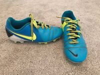 Boys Nike Size 1 mounded studs football/rugby boots £5.00