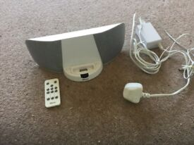 iPod docking speaker station