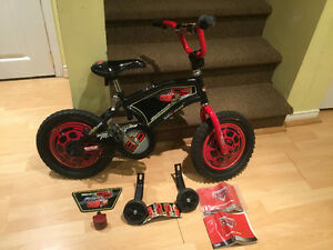 "Boys 14"" Lightning McQueen Bike with Training Wheels West Island Greater Montréal image 1"