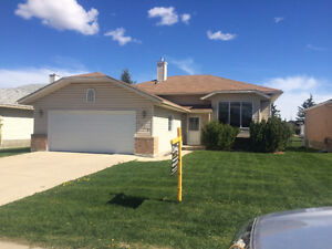GOLFING LIFESTYLE - HIGH RIVER FULLY DEVELOPED HOME