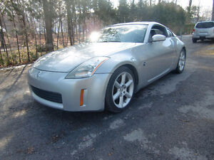 2005 NISSAN 350Z **LOW MILEAGE**NO ACCIDENTS!! negociable