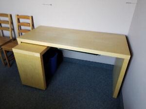 Bureau de travail Ikea similaire modèle Malm