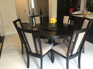 Round Dining Table (including 6 Chairs)