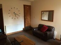 Double bedroom with ensuite in professional houseshare