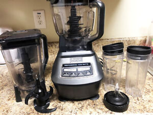 Blender Ninja 1500 w, robot bowl and cups, perfect condition!