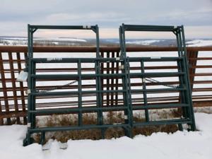 10' Medium Duty Panels with walk through gate (Qty5)