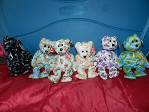HUGE COLLECTION OF BEANIE BABIES ***MINT***