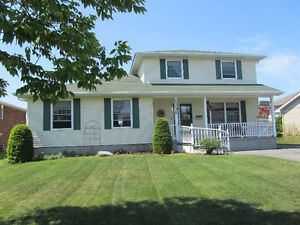 GREAT LOCATION!  MAIN FLOOR INLAW SUITE!  CORNWALL ON!