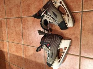 Bauer XXX Viper, size  5 Boys skates