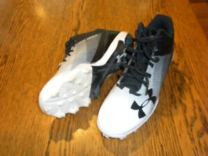 Under Armour Baseball Cleats for Sale -  (Men's 9.5)