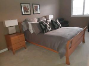 Solid Wood  5 pc Queen Size Bedroom Furniture Set