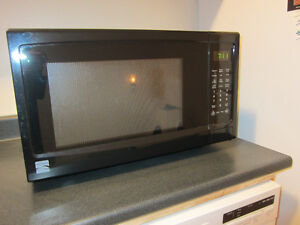Microwave LIKE NEW Black Kenmore Was asking$100 now $50.00