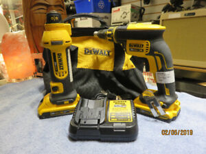 DeWalt Cordless Cut-Out Tool & Drywall Screwgun**case, charger 2