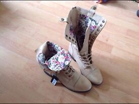 Beautiful boots with Floral lining size 6