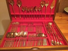 127 piece canteen of cutlery