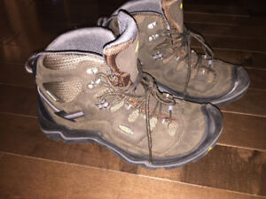 Keen Insulated Hiking Shoes - New and Perfect condition