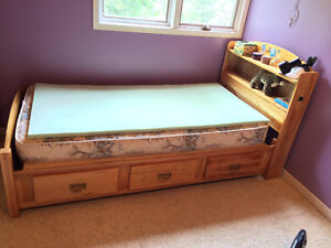 Twin Bed - All Maple w/ Bookcase Headboard & Drawers - REDUCED$