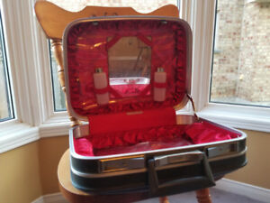VINTAGE CARSON CAPRICE TRAVEL MAKEUP SUITCASE