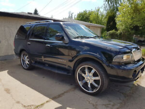 Low Milage Full Size SUV 2000 Lincoln Navigator, 99k original km