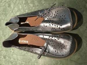 Silver ladies Socofy soft comfy leather flats  size 8.5 North Wahroonga Ku-ring-gai Area Preview