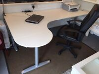 BARGIN MUST BE COLLECTED SUNDAY NIGHT! White left corner office desk with metal legs