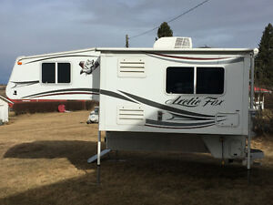 2013 Really Nice Arctic fox 992 camper