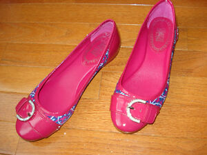 Size 7 Coach flats NEVER WORN London Ontario image 6