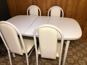 Dining table with 4 chairs for sale!