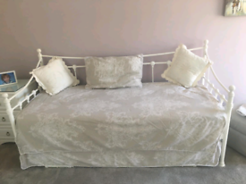 Metal daybed with trundle including 2 mattresses