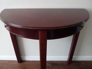 Table acajou demi lune, 2 tiroirs, excellente condition, Livrée