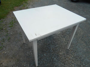 -------------SMALL ANTIQUE SOLID WOOD TABLE-------