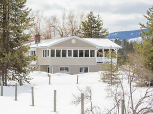 SUNNY ACREAGE WITH A VIEW!