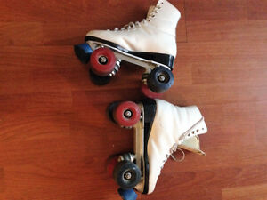 Ladies Roller Skates Size is either a 5 or 6