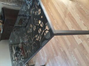 Table de cuisine en verre 59x32po. $100.00