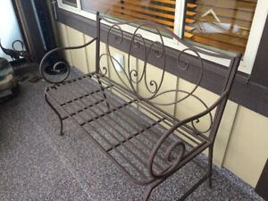Metal Bench. Great condition. Indoor/outdoor includes 2 cushions