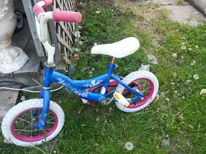 2 kids bikes with training wheels $10 for both