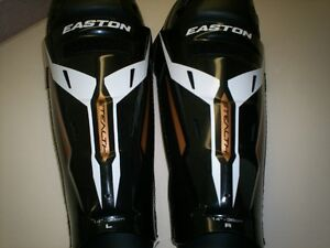 Jambières de hockey Sénior NEUF Easton Senior shin pads NEW.