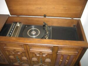 40 year old Vinyl-Record-Playing Stereo System