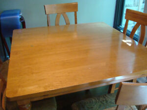 Extending solid Maple wood table with 6 chairs